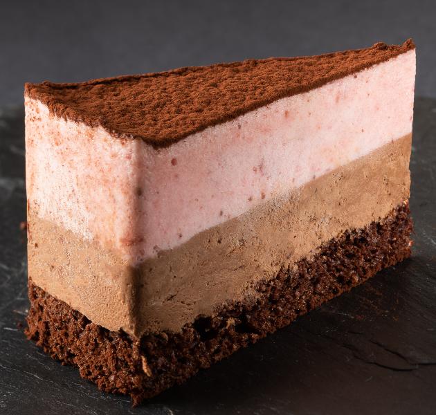 Csokoládé-eper mousse torta szelet